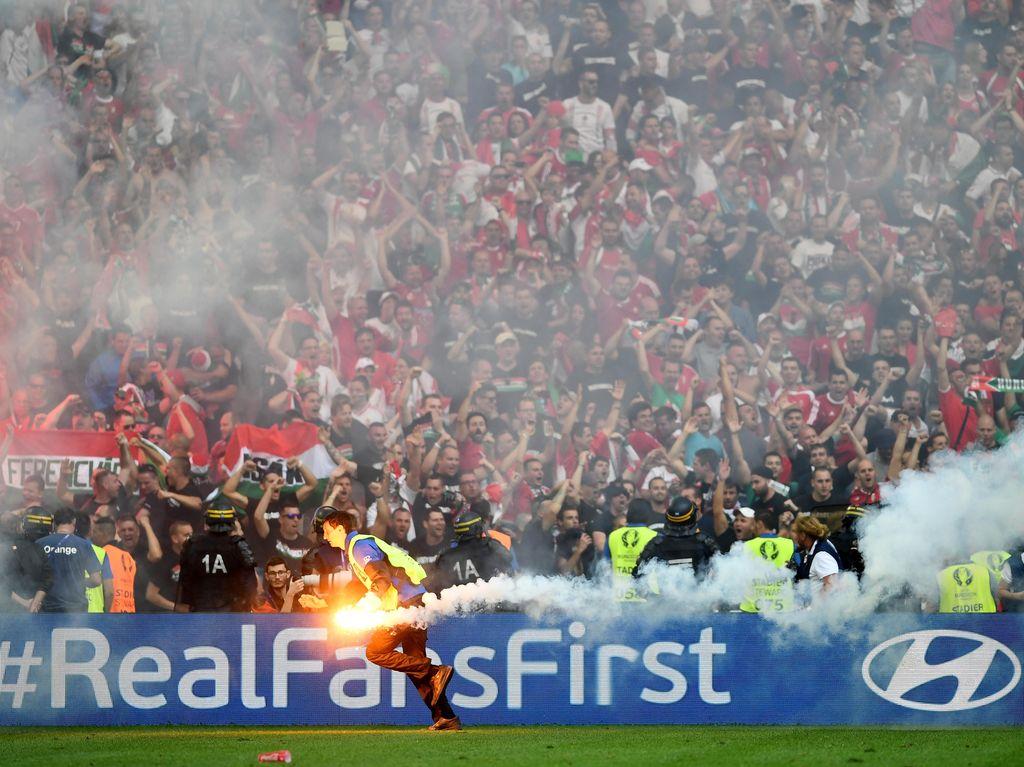 Suporter Berulah, Hongaria Didenda UEFA