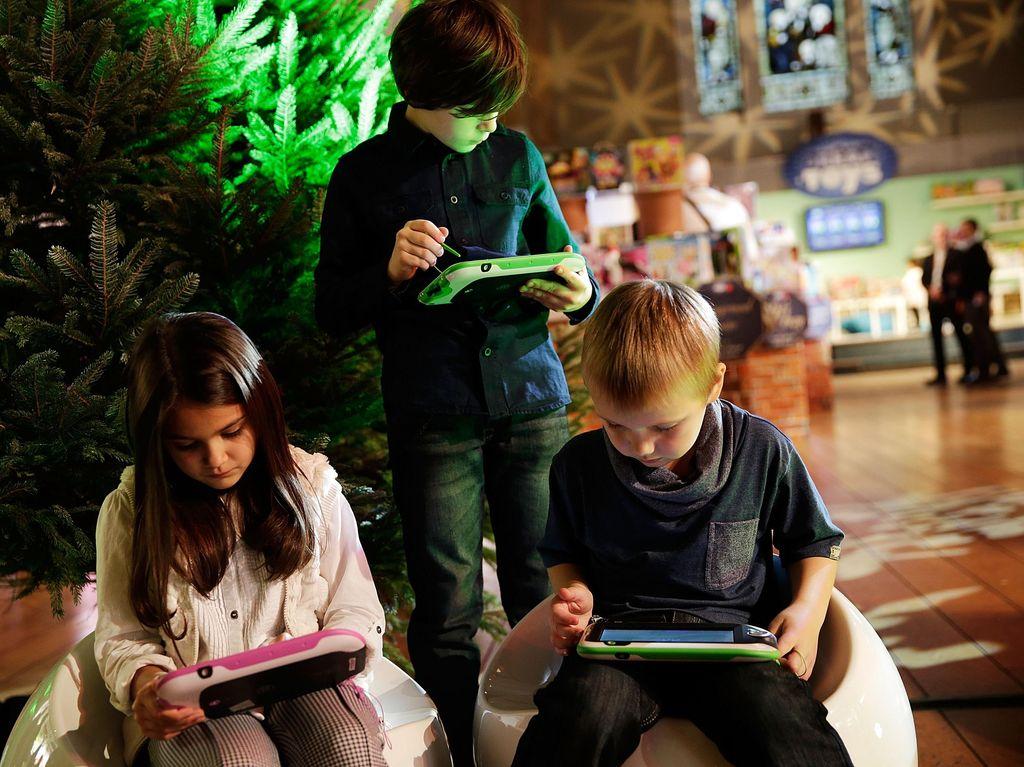 Tips Menjauhkan Anak dari Gadget Saat Kumpul Keluarga