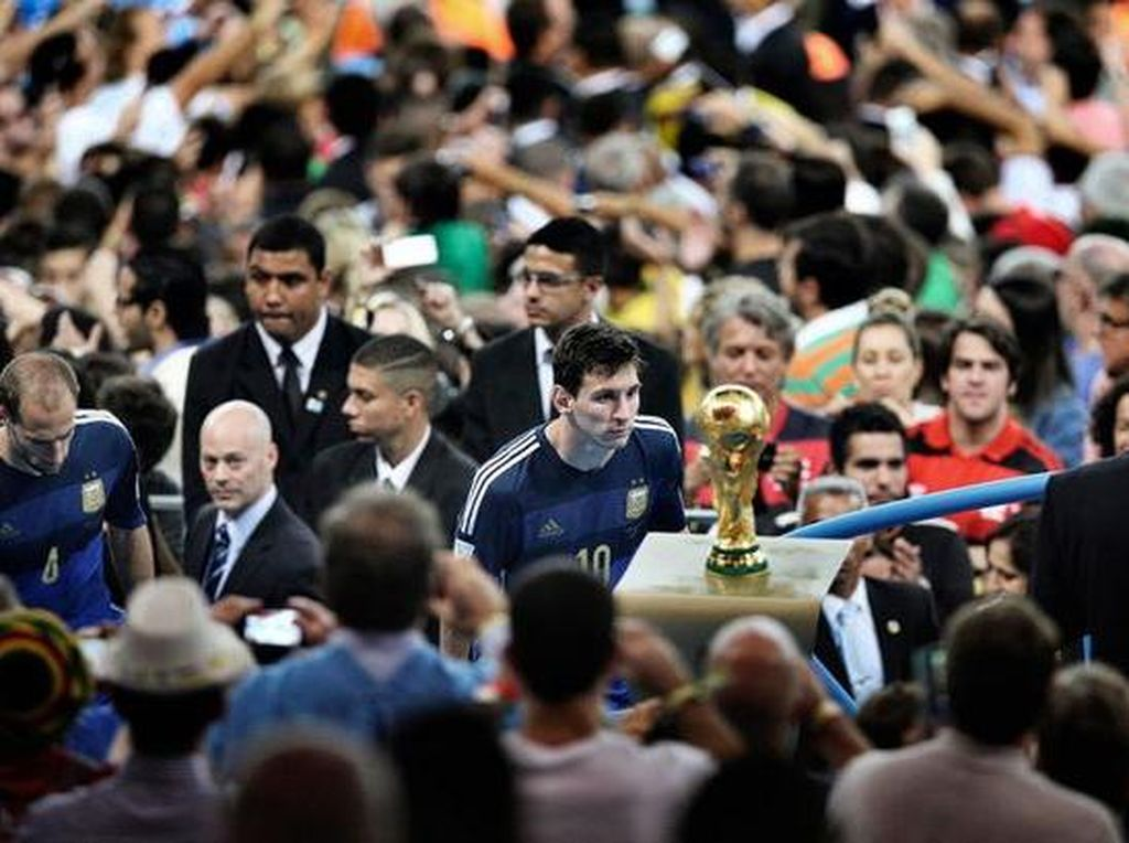 Piala Dunia 2022 Jangan Sampai Lepas, Messi!