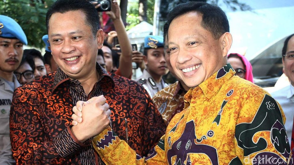 Komisi III DPR Berkunjung ke Kediaman Komjen Tito