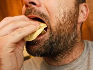 Hobi Makan Makanan Asin, Waspada Perut Kembung dan Badan Jadi Melar