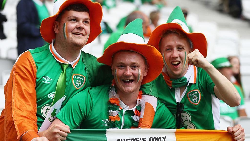 Medali Istimewa dari Kota Paris untuk Fans Republik Irlandia