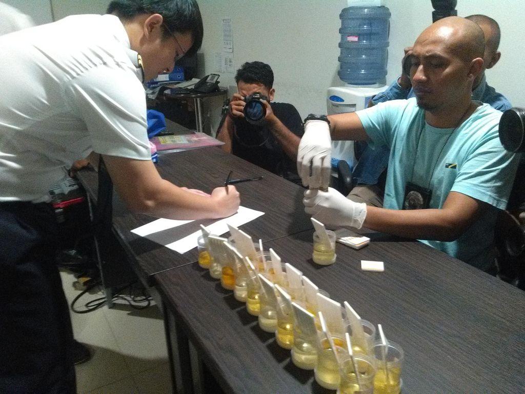 Ini Hasil Tes Urine 83 Awak Pesawat di Bandara Husein Sastranegara