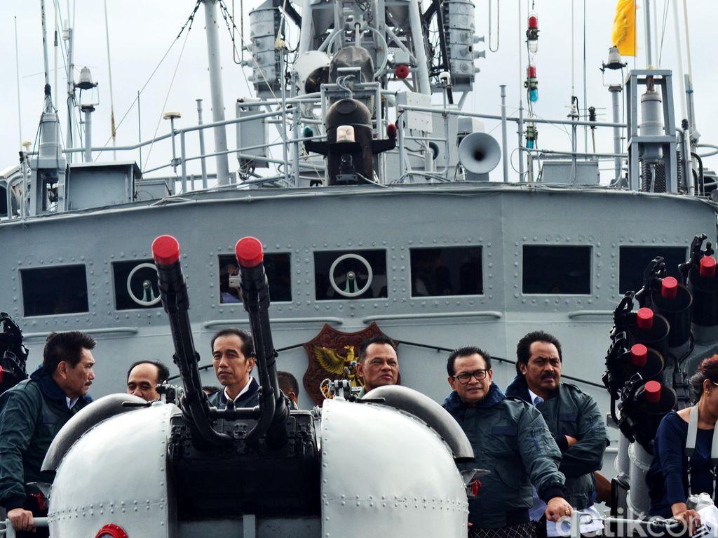 Momen Jokowi 3 Tahun Silam Kirim Sinyal ke China soal Natuna di KRI