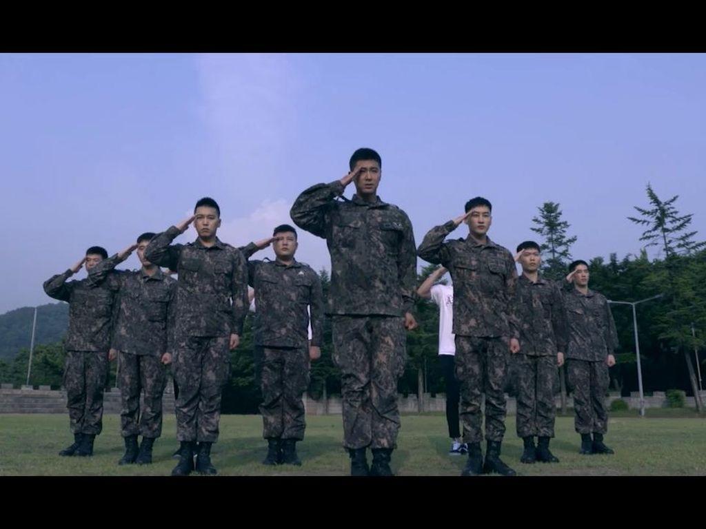 TVXQ dan Super Junior Comeback Dadakan Berseragam Tentara