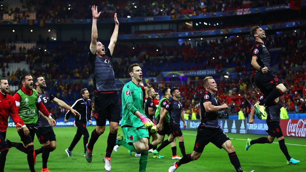 Pulang Kampung, Tim Albania Disambut bak Pahlawan