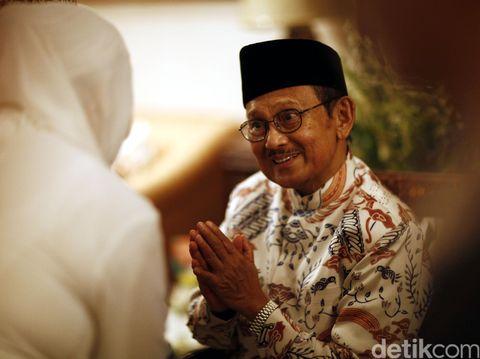 Kenangan Masa Kecil BJ Habibie, Berhenti Nangis Setelah Papi Ngaji