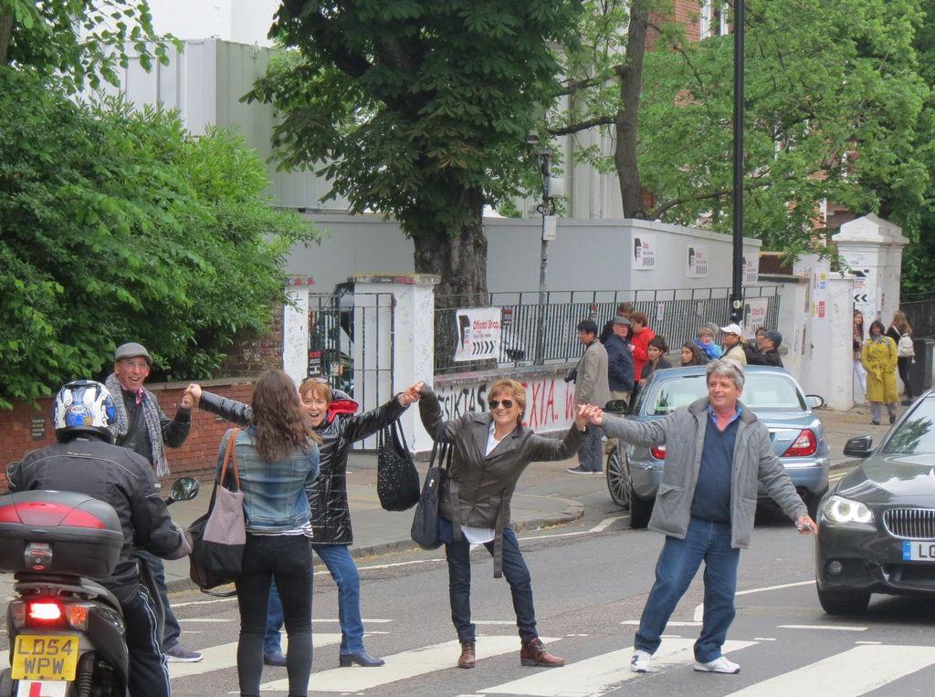 Bergaya Ala The Beatles di London
