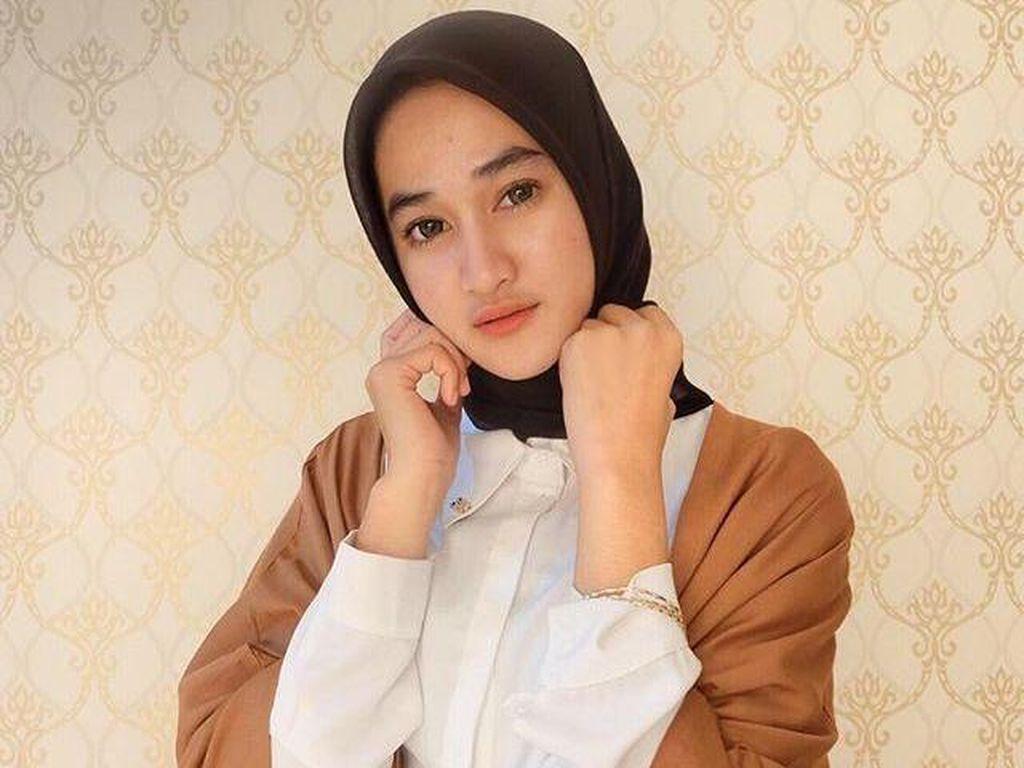 Foto: Padu Padan Busana Kerja Ala Calon Dokter Cantik Asal Lampung, Afridha