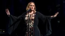 Adele Curhat Kartu Kredit Ditolak Saat Belanja di H&M