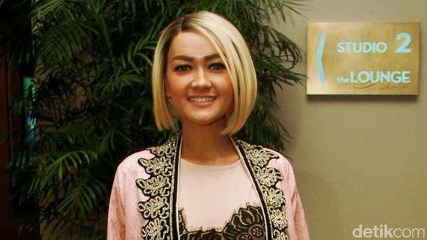 Penampilan Tertutup Julia Perez saat Ramadan