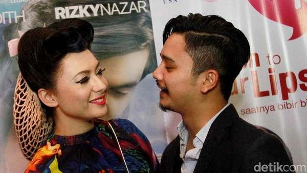 Love is in the Air! Mesranya Derby Romero dan Pacar