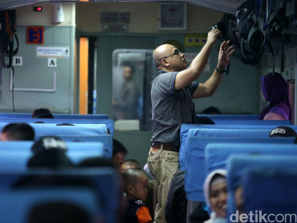Tol Jakarta-Cikampek Makin Macet, Kereta Api ke Bandung Ditambah