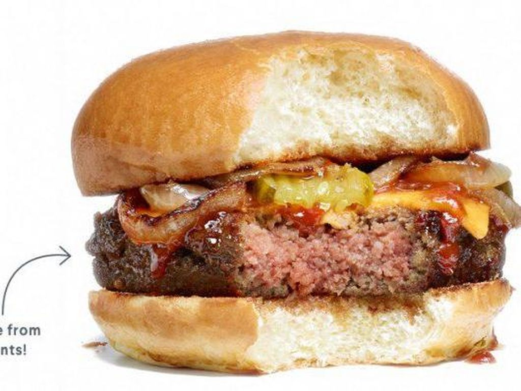 Benarkah Makan Burger Harus Dibalik Biar Nggak Berantakan?