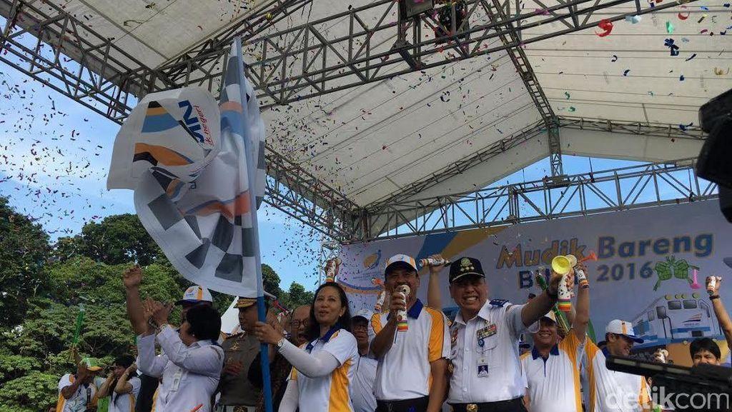 Rini Soemarno Lepas 93.000 Pemudik di JCC