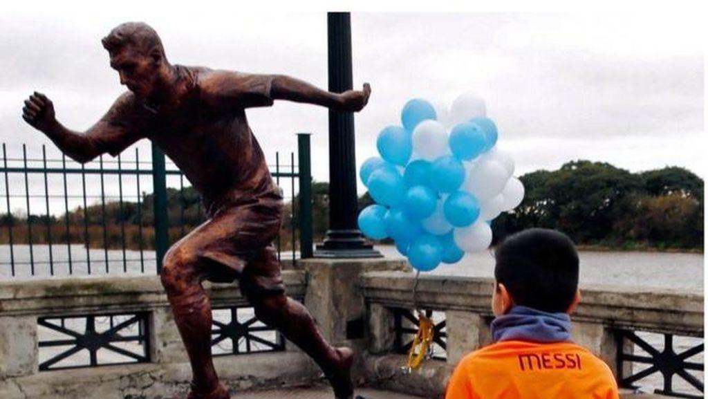 Patung Messi Diresmikan di Argentina