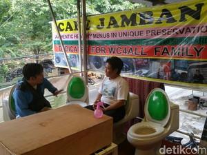 Ini Aturan Buat yang Mau Makan dan Minum di Kafe Jamban: Disediakan Kantong Muntah