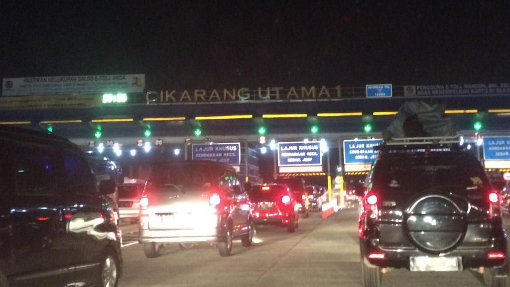 Ada Tabrakan Truk di KM 20, GT Cikarang Utama Arah Jakarta Padat
