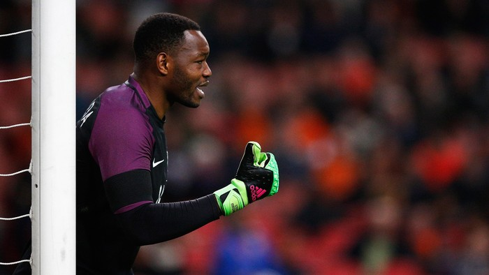 AMSTERDAM, NETHERLANDS - MARCH 25:  Goalkeeper, Steve Mandanda of France speaks to team mates during the International Friendly match between Netherlands and France at Amsterdam Arena on March 25, 2016 in Amsterdam, Netherlands.  (Photo by Dean Mouhtaropoulos/Getty Images)