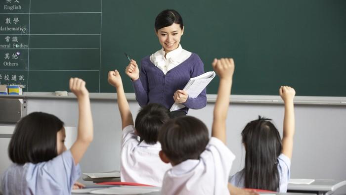 ilustrasi guru dan murid di kelas