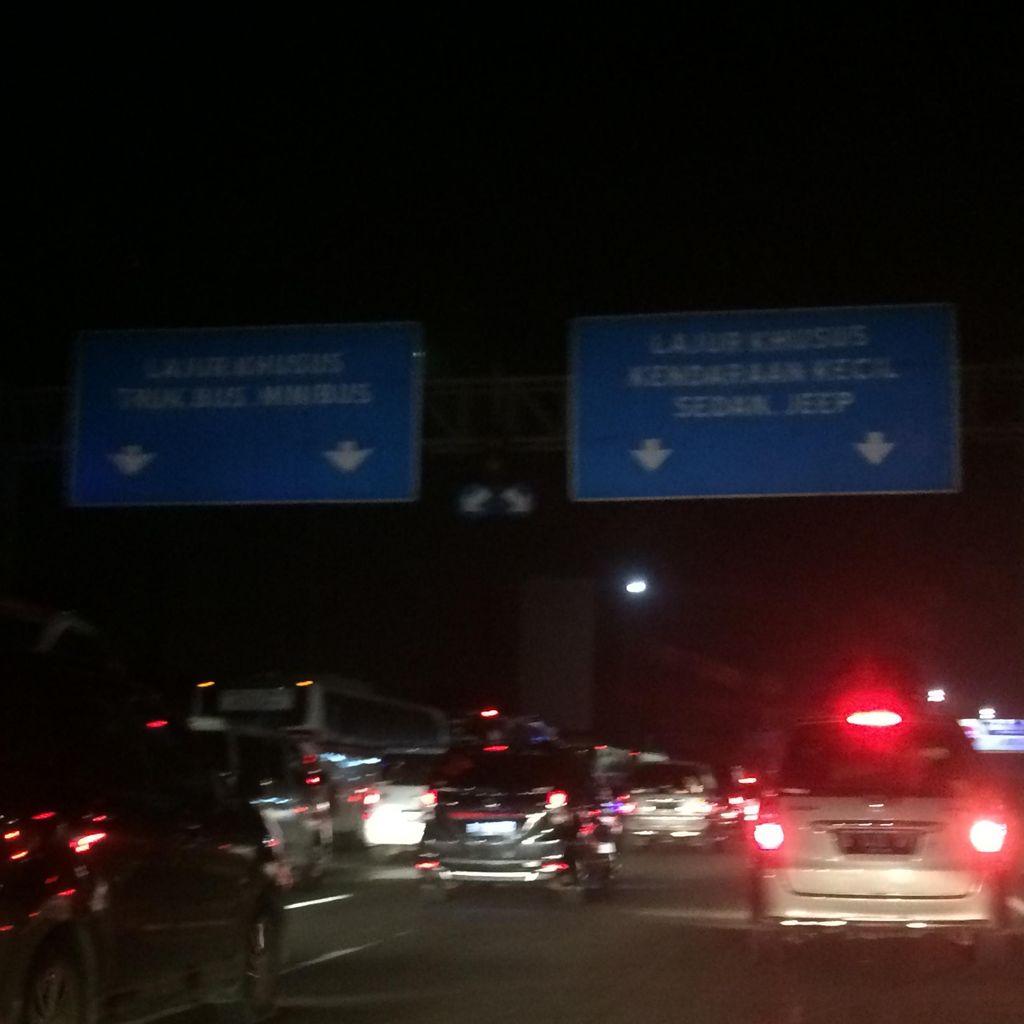 Penumpukan di Rest Area, Tol Jakarta-Cikampek Padat di KM 42 hingga KM 50