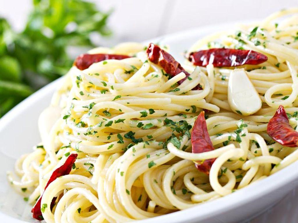 Enaknya Berbuka dengan Spaghetti Aglio Olio Aneka Topping