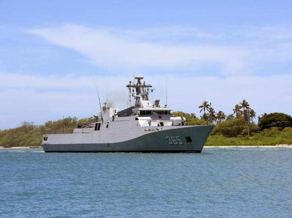 KRI Diponegoro Beraksi di Pearl Harbor