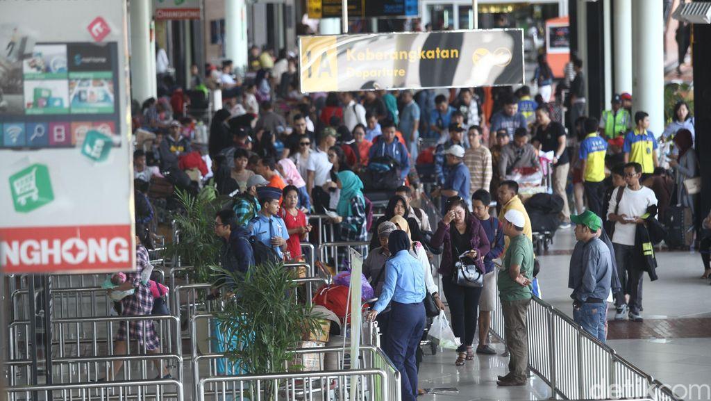Keramaian Penumpang Mulai Terlihat di Bandara Soetta