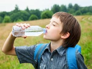 Selama Mudik, Cegah Dehidrasi Pada Anak dengan 4 Cara Ini