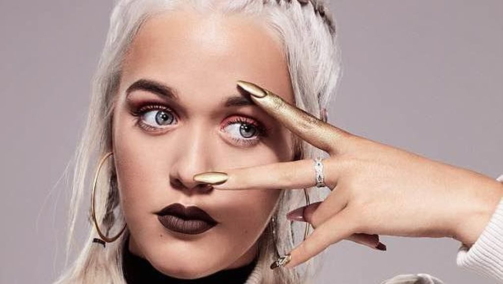 The Nex Big Thing: Lottie Tomlinson, Adik Louis 1D yang Kini Mulai Jadi Model