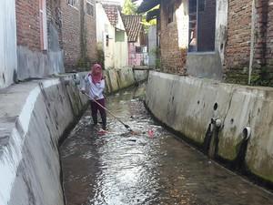 Kisah Ida, Pejuang Kebersihan dari Kali Pujasera Banyuwangi