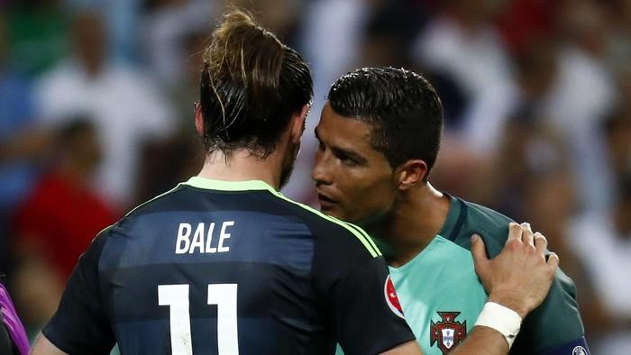 Football Soccer - Portugal v Wales - EURO 2016 - Semi Final - Stade de Lyon, Lyon, France - 6/7/16 Portugals Cristiano Ronaldo and Wales Gareth Bale at the end of the match  REUTERS/Kai Pfaffenbach Livepic