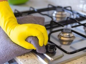 Pakai Sarung Tangan Saat Meracik Makanan Tak Jamin Makanan Pasti Bersih