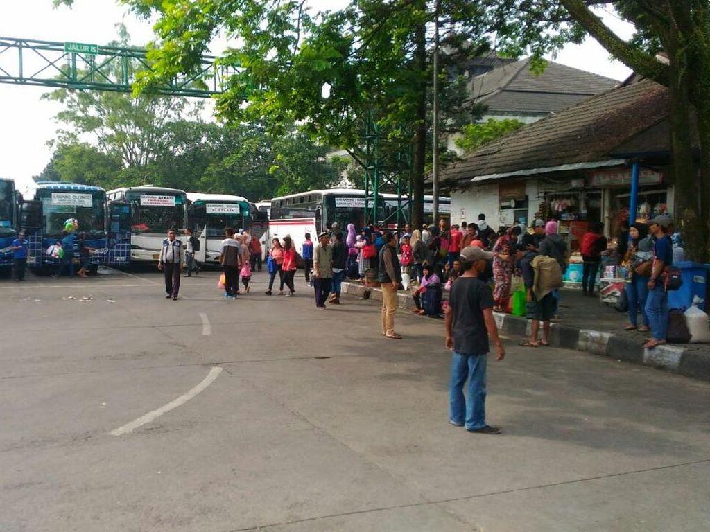 Puncak Arus Balik, Bus-bus di Terminal Leuwi Panjang Dipenuhi Penumpang