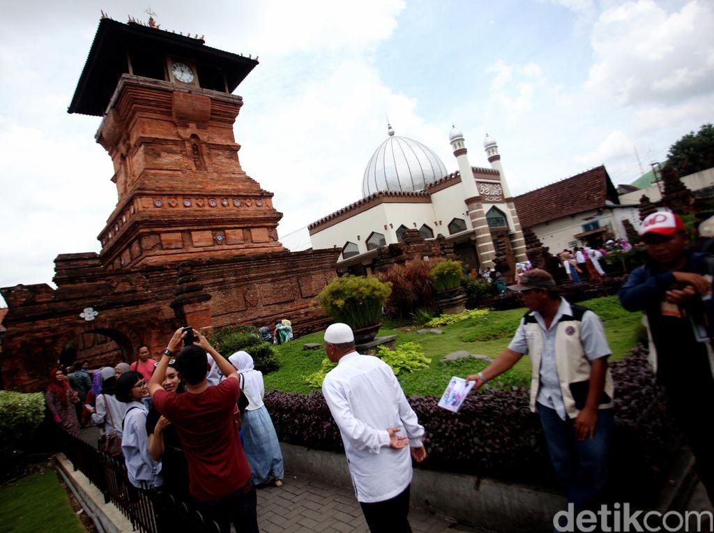 Wisata Ziarah di Menara Kudus Jawa Tengah