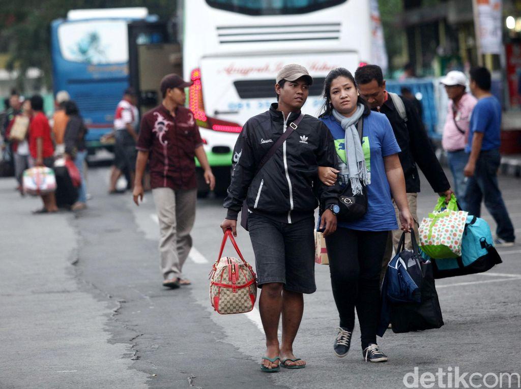 Arus Balik, Terminal Kampung Rambutan Padat Pemudik