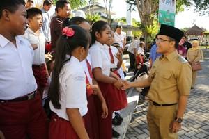 77 Anak Penambang Belerang Dapat Beasiswa Rp 2,5 Juta dari Saweran Jazz Ijen