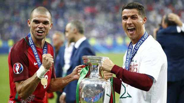 Football Soccer - Portugal v France - EURO 2016 - Final - Stade de France, Saint-Denis near Paris, France - 10/7/16Portugal's Cristiano Ronaldo and Pepe celebrate with the trophy after winning Euro 2016REUTERS/Michael DalderLivepic