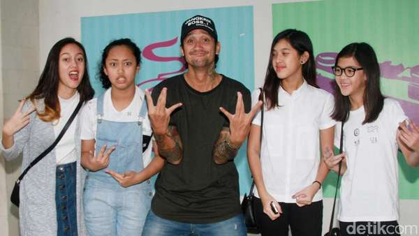Kekompakan Tora Sudiro dan Anak-anak Perempuannya
