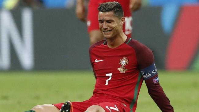 Cristiano Ronaldo saat Cedera di Final Piala Eropa 2016 (Foto: REUTERS/Carl Recine)