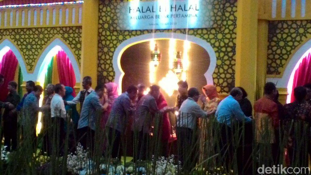 Dirut Pertamina Nyanyi Bareng Gita Gutawa di Acara Halalbihalal