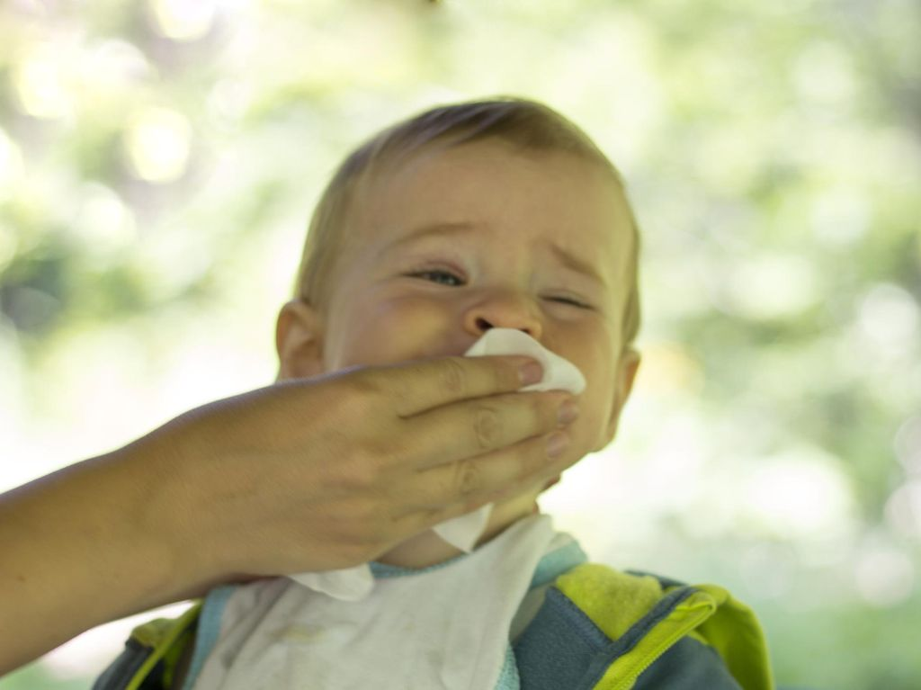 Menjemur Bayi Bisa Efektif Atasi Napas yang Berbunyi Grok-grok?