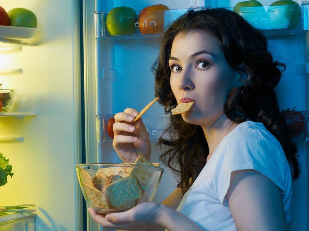 6 Camilan Sehat Rekomendasi Pakar Nutrisi Saat Lapar di Malam Hari