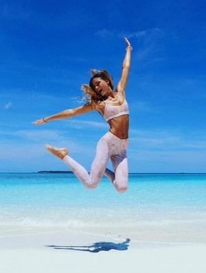 Ketika Model Bikini Pamer Makanan yang Buat Tubuhnya Sehat & Tetap Langsing
