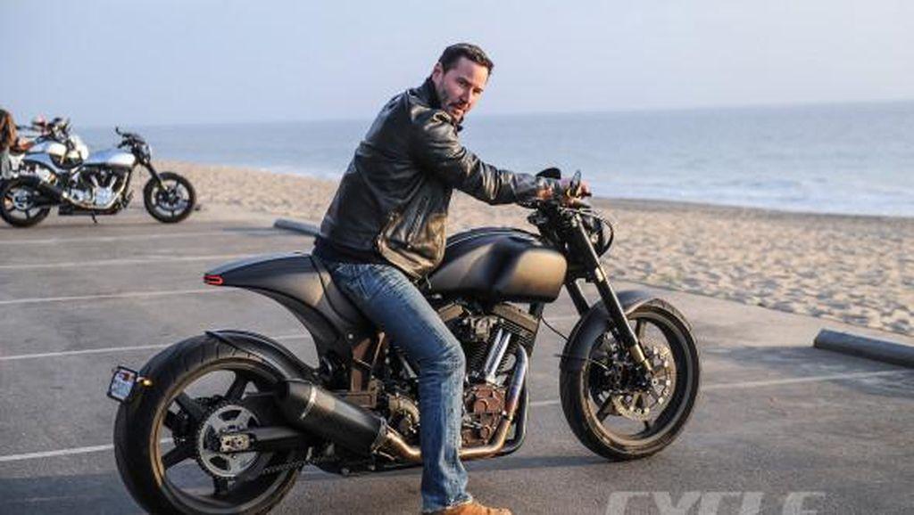 Keanu Reeves Pamer Motor Produksinya