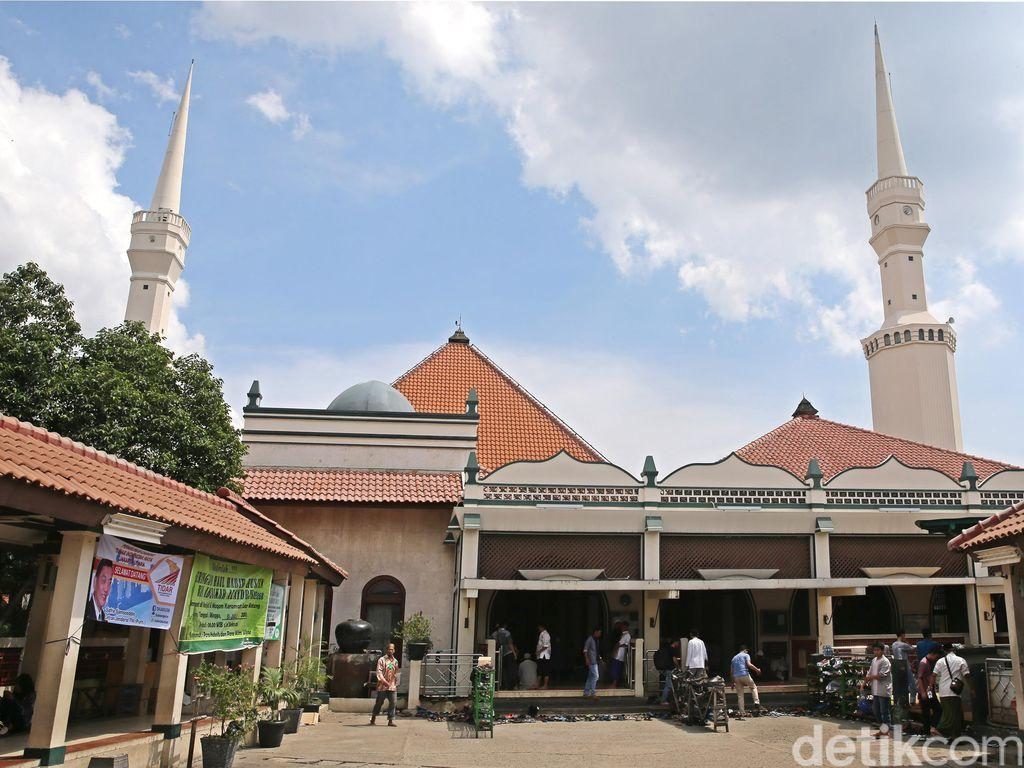 Jelang Lebaran, Peziarah Ramaikan Masjid Luar Batang