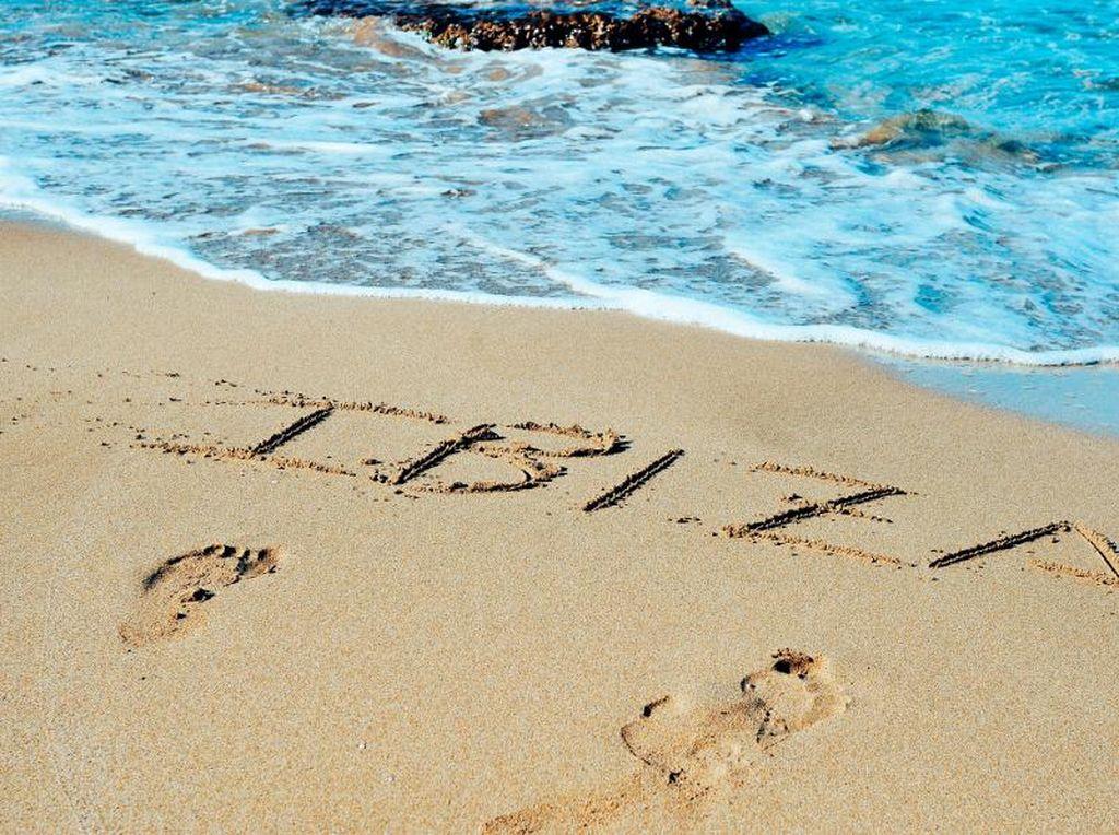 Pantai di Spanyol Akan Lanjutkan #jagajarakdulu & Rajin Cuci Tangan