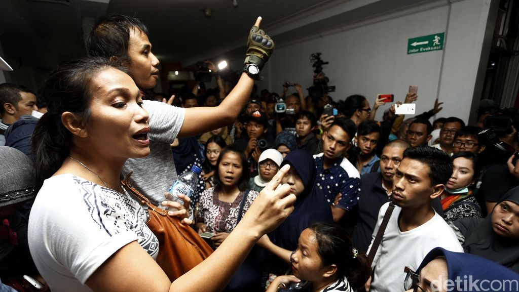 Ortu Korban Vaksin Palsu Protes ke RS Harapan Bunda
