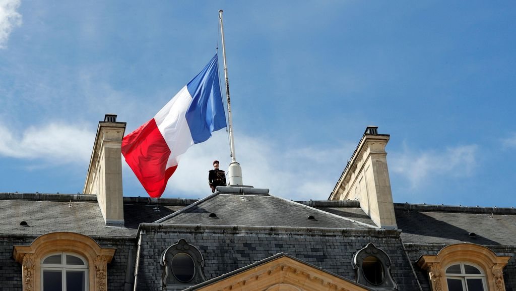 Istana Elysee Kibarkan Bendera Setengah Tiang