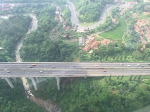 Area Rawan Kecelakaan di Tol Cipularang Dipasang Garis Kejut